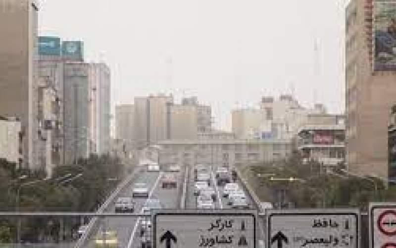 آسمان تهران و البرز غبارآلود شد