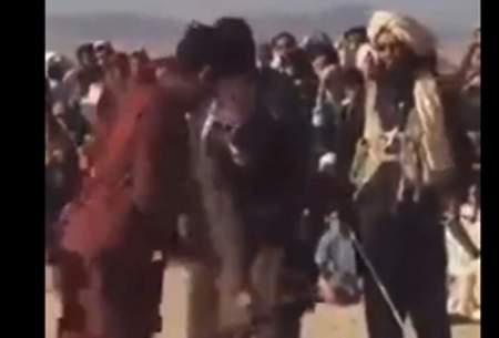 شلاق زدن دردناک جوان افغان توسط طالبان