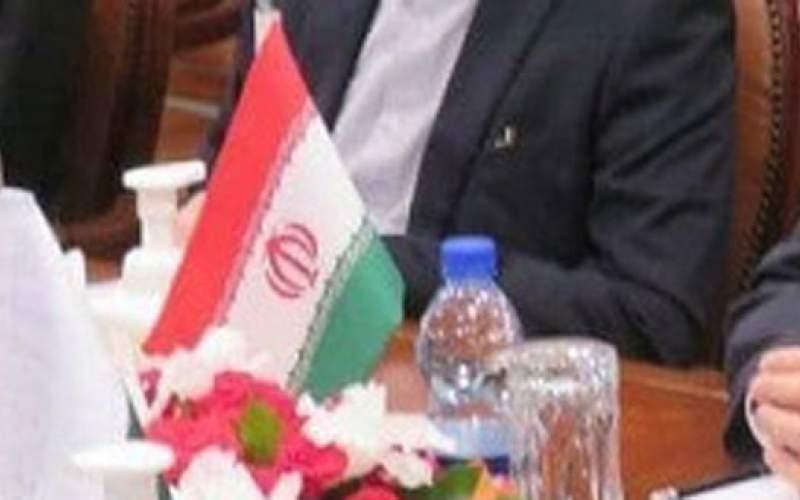 پرچم وارونه ایران روی میز مذاکره/عکس