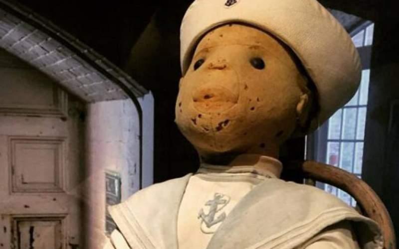 عروسک تسخیر شده مردم را نفرین میکند